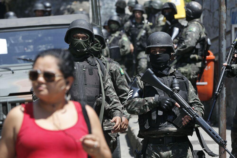 Segundo a PM, eles auxiliaram na varredura em alguns pontos na área de mata no entorno da comunidade da Rocinha.
