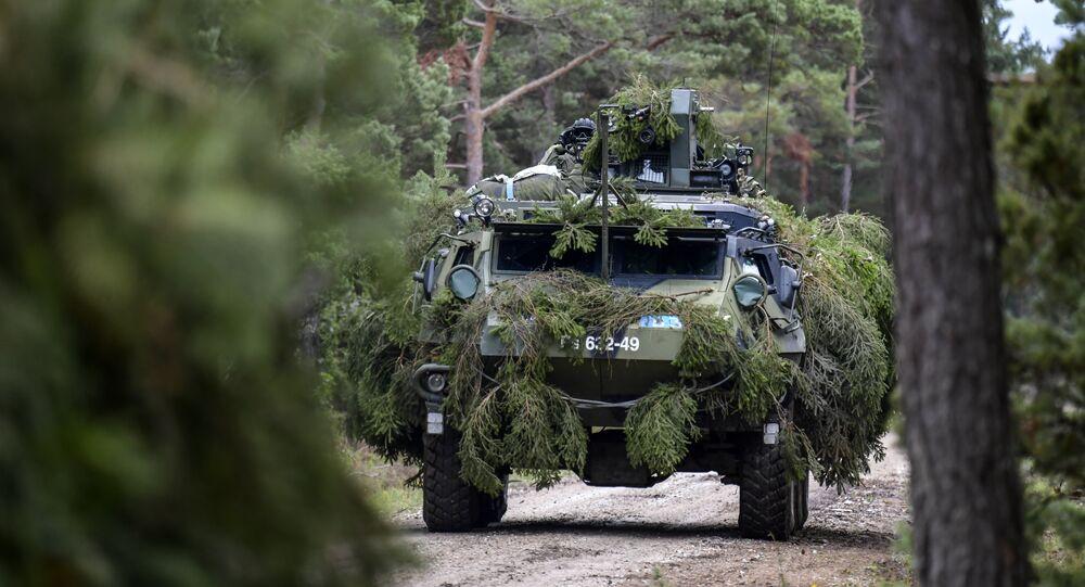 Veículo blindado da OTAN no Báltico