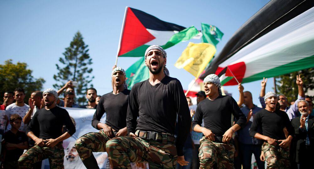Celebração palestina após assinatura do acordo de reconciliação entre Hamas e Fatah