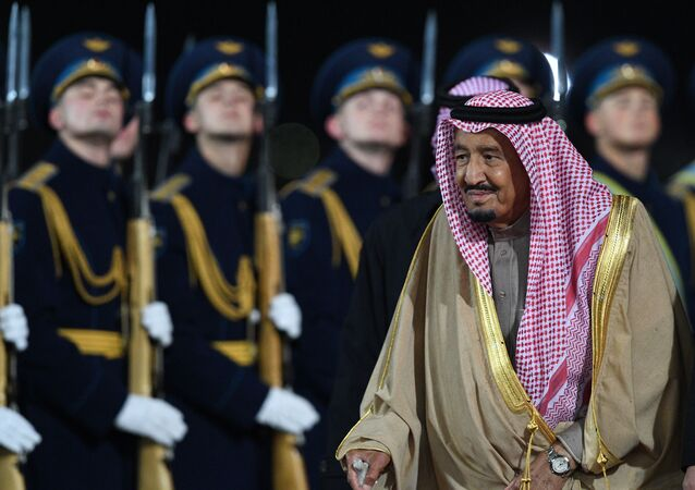 Rei saudita, Salman bin Abdulaziz al Saud, chega à capital russa, em 5 de outubro de 2017