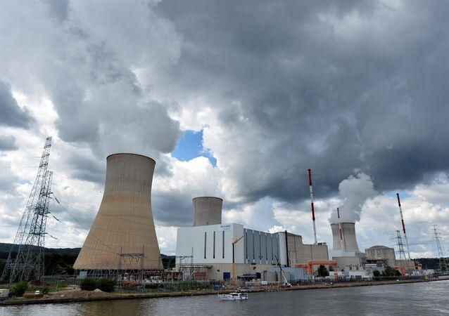 A foto mostra a usina nuclear em Tihange na Bélgica