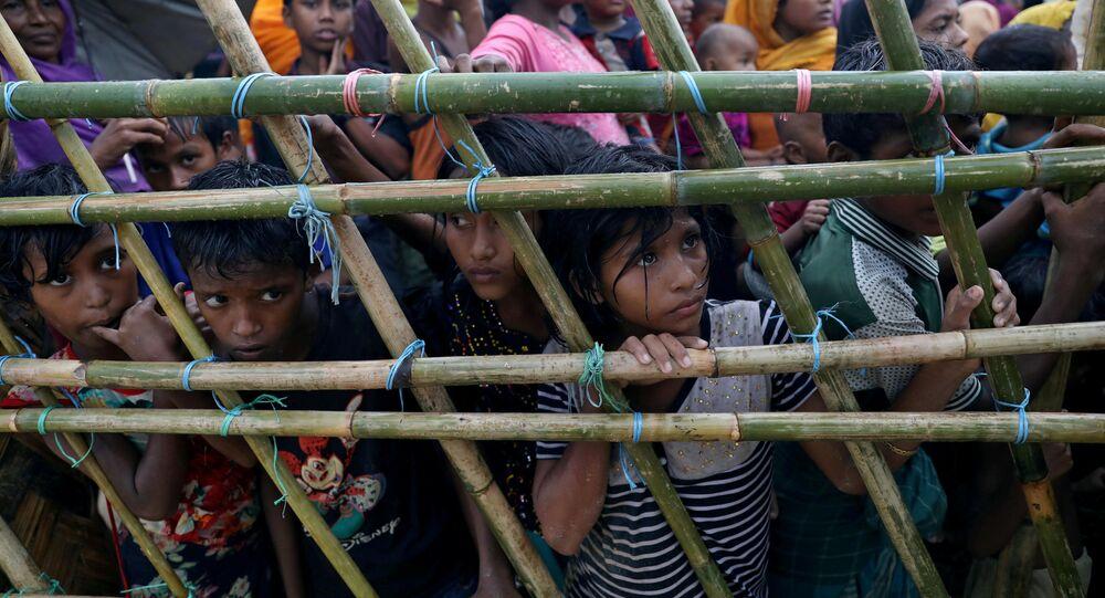 Refugiados rohingya em campo pra refugiados no Bangaldesh