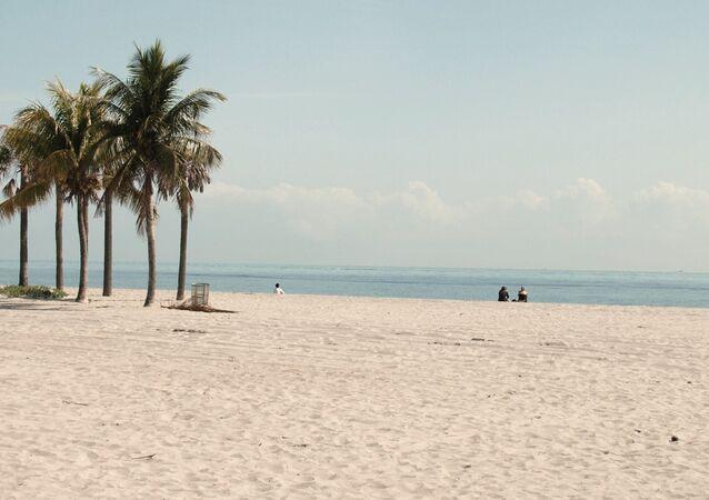 Brincadeira em praia da Flórida quase terminou em tragédia
