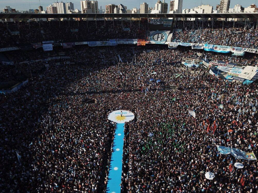 100 mil pessoas estiveram presentes.