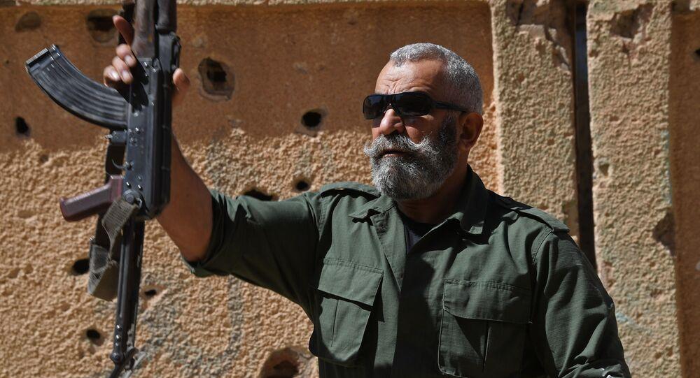 General Zahreddine em abril de 2017, durante treino de recrutas em Deir ez-Zor