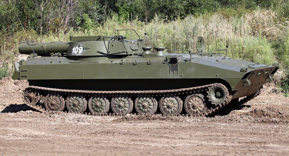 O veículo de desminagem russo UR-77 Meteorit (foto de arquivo)
