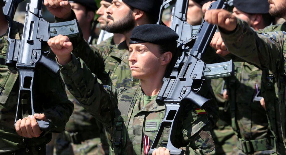 Exército espanhol na Letônia durante manobras da OTAN no Báltico