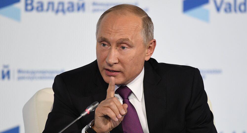 O presidente russo, Vladimir Putin, participa da sessão final do Clube Valdai