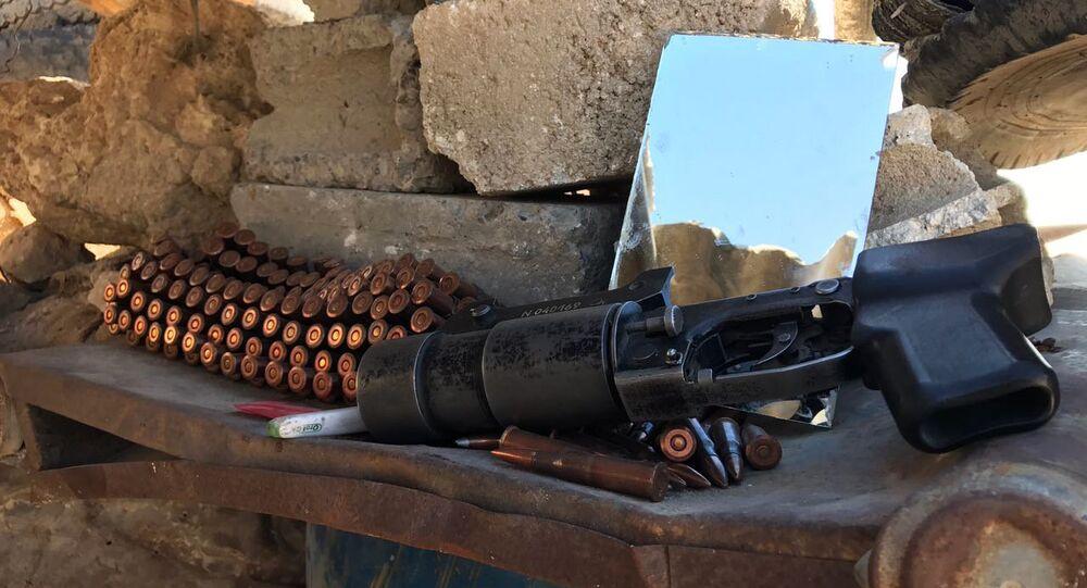 Arma e munição na província síria de Deir ez-Zor