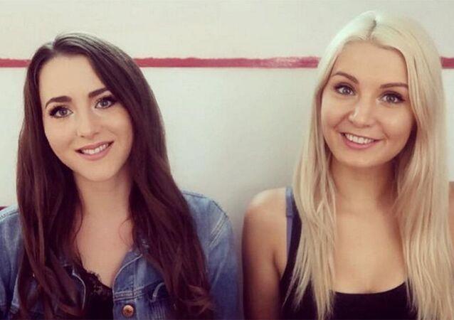 Brittany Pettibone (à esq.) e Lauren Southern (à dir.), integrantes do movimento de jovens nacionalistas Geração Identitária