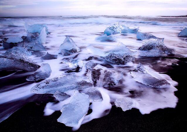 A superfície do mar congelada (imagem ilustrativa)