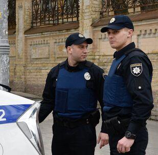 Agentes de polícia ucranianos em Kiev, Ucrânia