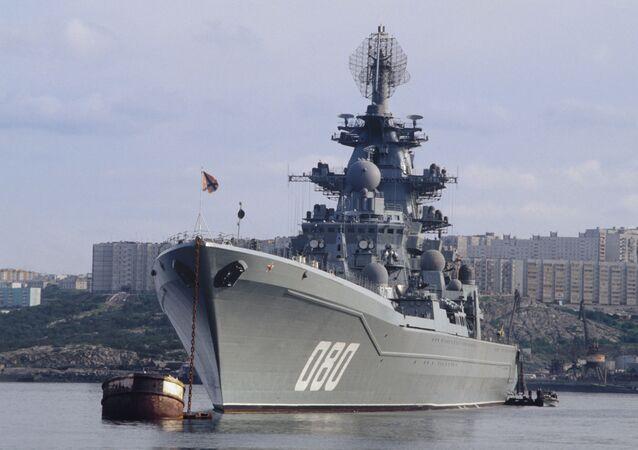 Cruzador nuclear pesado russo Admiral Nakhimov estacionado na Frota do Norte da Rússia (foto de arquivo)
