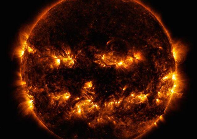 Extravagante traje solar publicado pela NASA nas vésperas do Dia das Bruxas