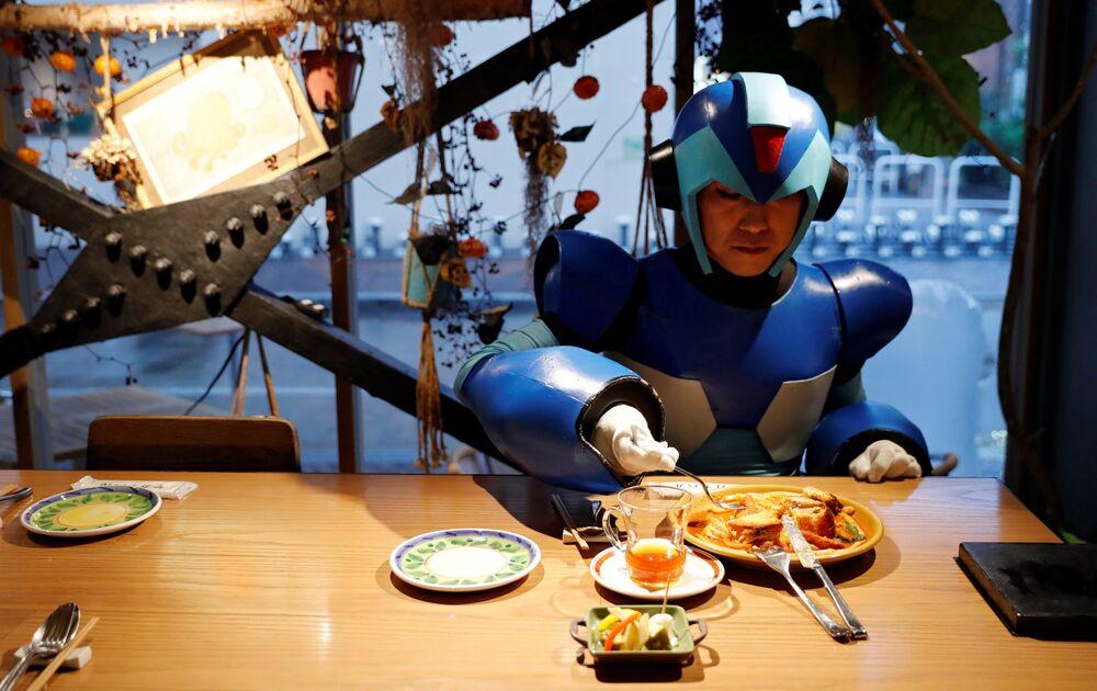 Até mesmo os robôs que salvam o mundo precisam de uma pausa para a alimentação.
