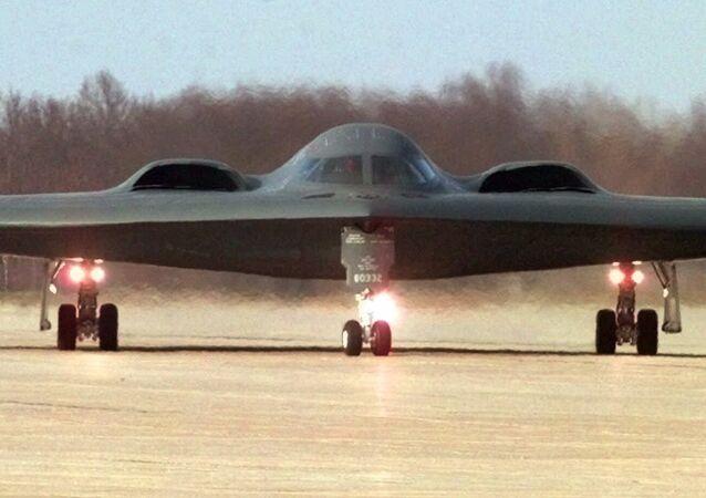 Bombardeiro furtivo norte-americano B-2 na base aérea Whiteman da Força Aérea dos EUA