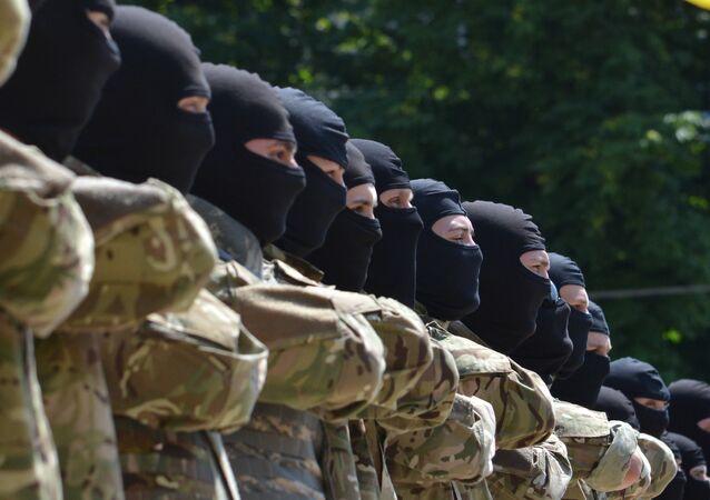 Membros da unidade neonazista ucraniana Azov