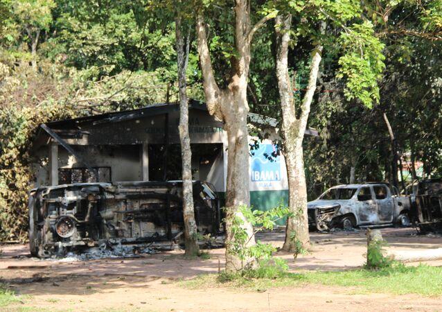Prédios do Ibama e do ICMBio são incendiados após operação contra garimpo em Humaitá (AM)