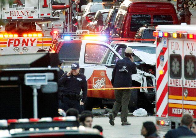 Cena do ataque com caminhão ocorrido nesta terça-feira, 31 de outubro de 2017, em Nova York