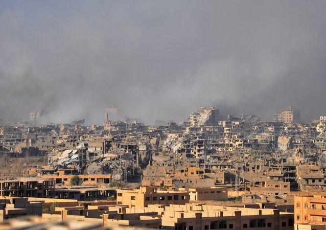 Cidade de Deir ez-Zor após ataque aéreo das forças governamentais sírias a terroristas, 31 de outubro de 2017