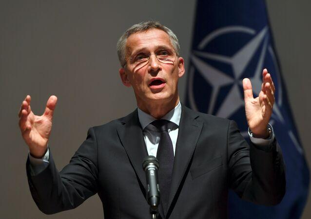 Secretário-geral da OTAN, Jens Stoltenberg, em coletiva de imprensa em Seul, 2 de novembro de 2017