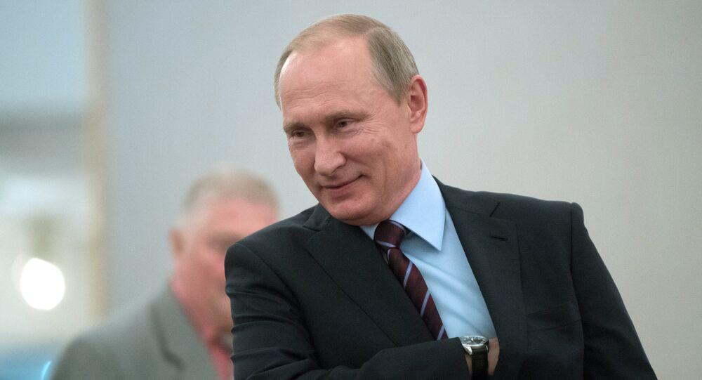 Presidente russo Vladimir Putin em círculo eleitoral