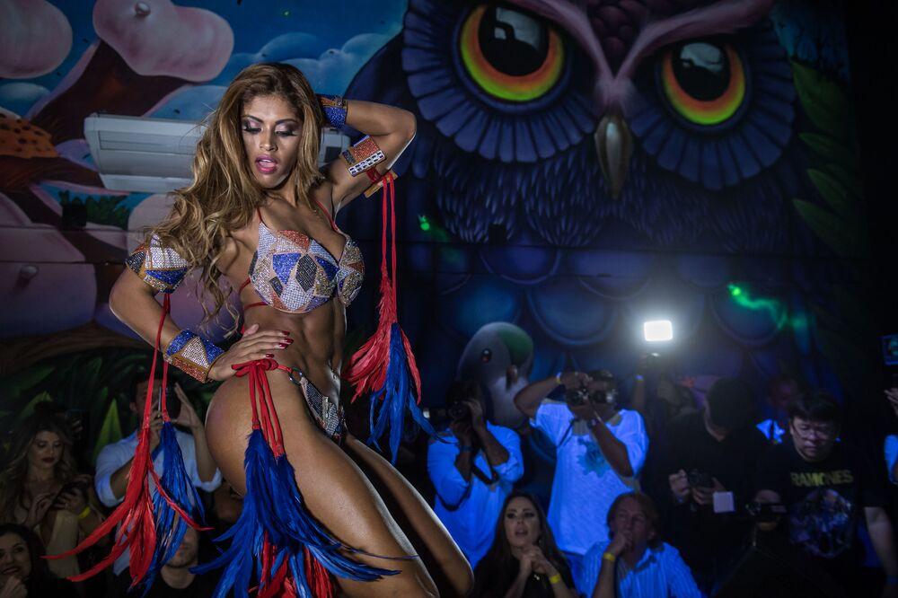Rosie Oliveira do Amazonas mostrando por que merece ganhar o concurso Miss Bumbum 2017