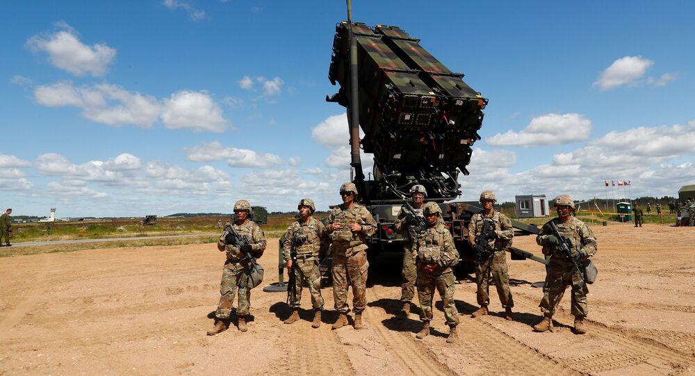 Soldados norte-americanos perto de sistema de defesa antiaérea Patriot durante manobras na Lituânia (imagem de referencia)