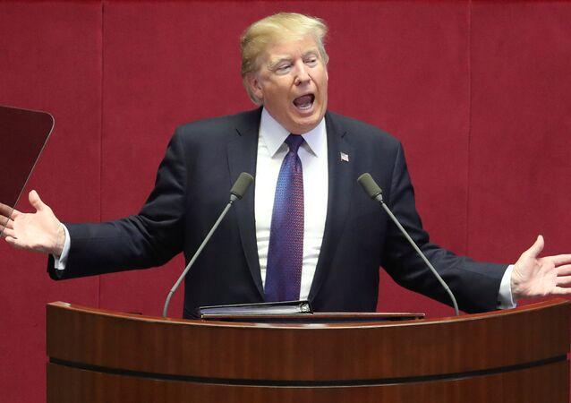 Donald Trump, o presidente dos EUA, discursando na Assembleia Nacional da Coreia do Sul