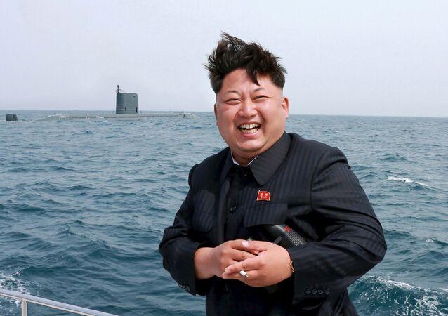 Kim Jong-un, durante teste com submarino da Coreia do Norte.
