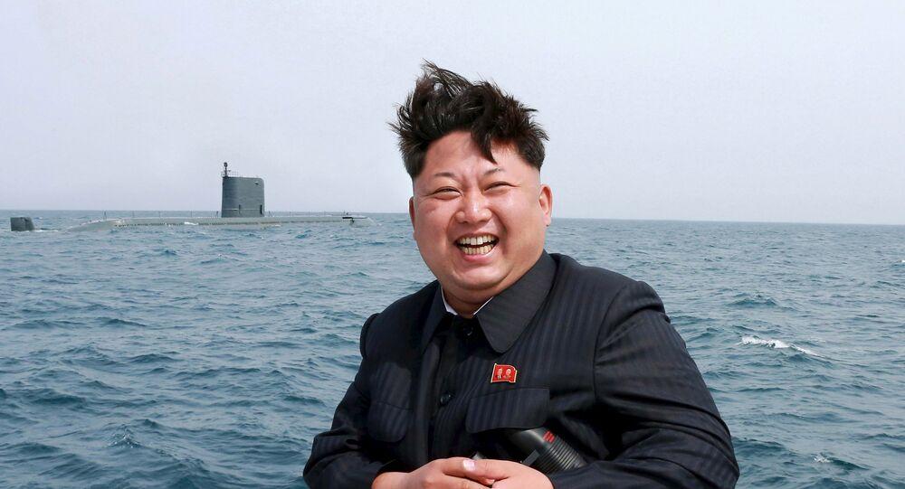 Kim Jong-un, durante teste com submarino da Coreia do Norte