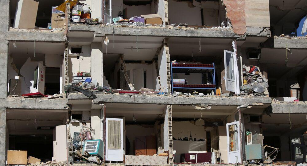 Prédio destruído por terremoto em Sarpol-e Zahab, Kermanshah, Irã