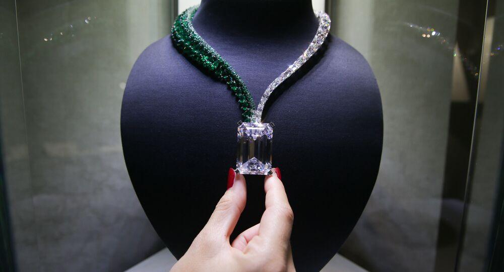 Colar conhecido como Creation I, criado por joalheiros suíços do de GRISOGONO