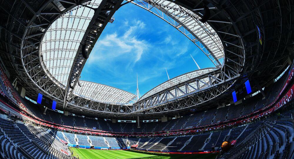 O estádio Sankt Peterburg nas vésperas do início da Copa das Confederações 2017