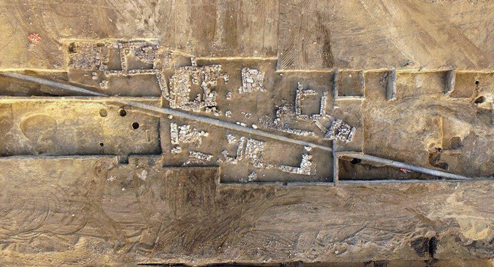 Base de construções antigas, encontrada na Crimeia