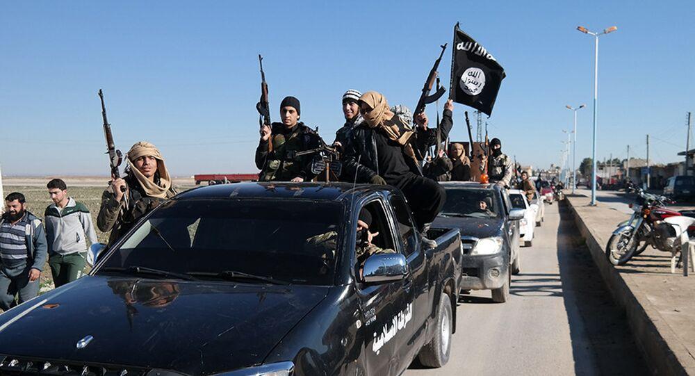 Terroristas do Daesh em Tel Abyad, nordeste da Síria (foto de arquivo)