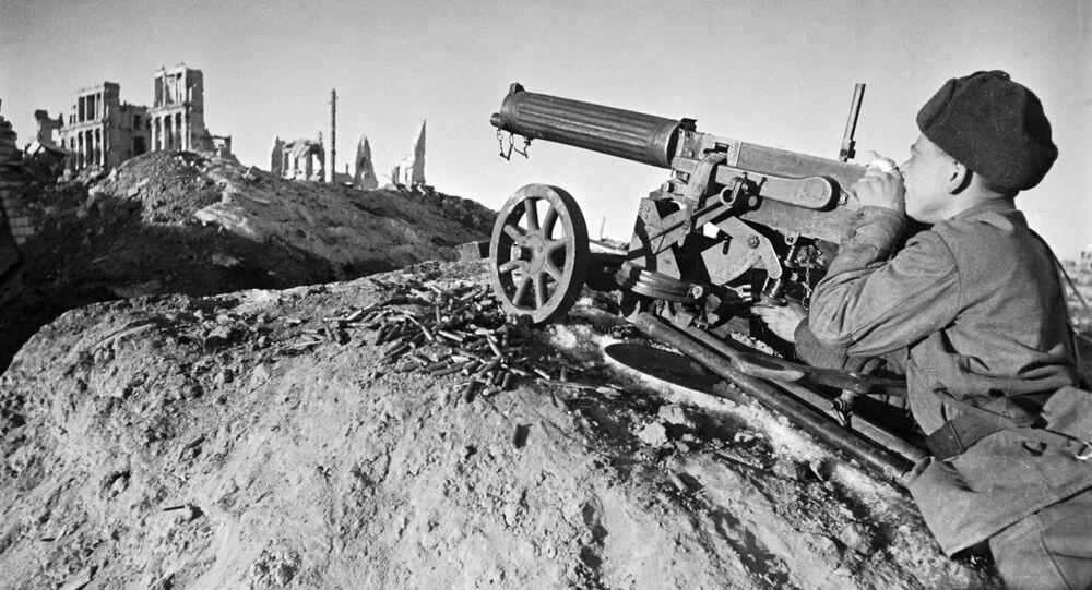 Metralhador Pchelnetsov ataca o inimigo na região de Stalingrado (foto de arquivo)