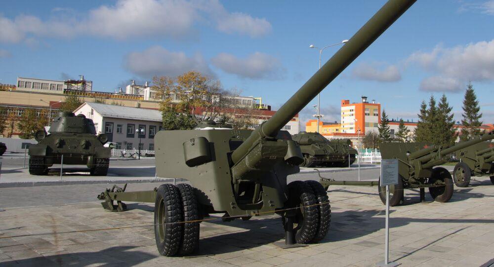 canhão antitanque soviético BS-3.