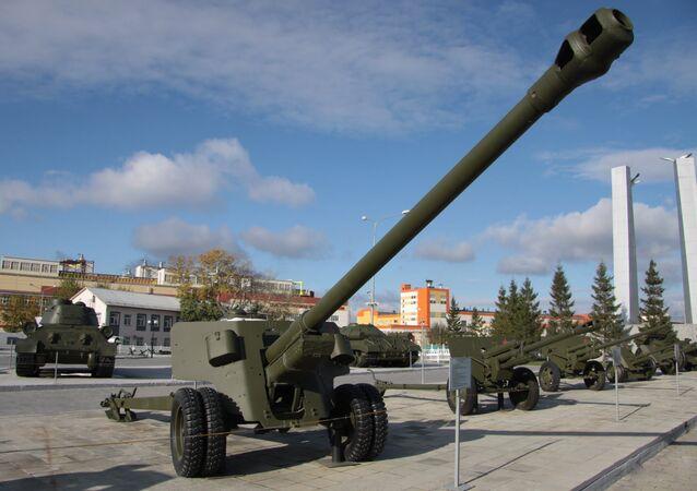 Сanhão soviética BS-3 no museu (foto de arquivo)