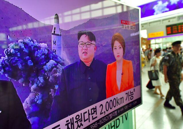 Transmissão de lançamento de um míssil norte-coreano disparado de submarino
