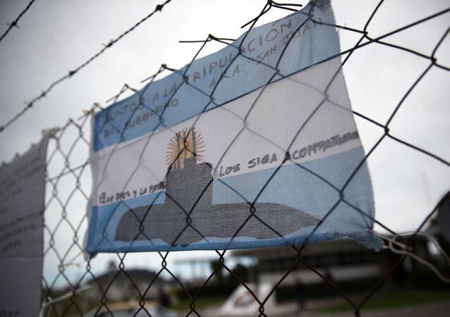 Desenho do submarino argentino ARA San Juan na bandeira nacional da Argentina