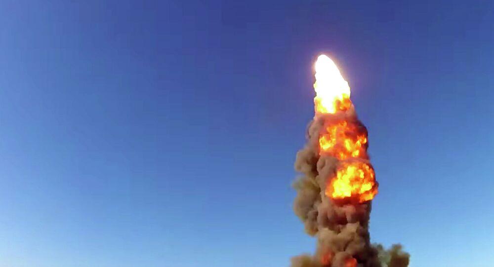 Lançamento do míssil renovado A-135 do sistema de defesa antiaérea, no polígono cazaque de Sary-Shagan (foto de arquivo)