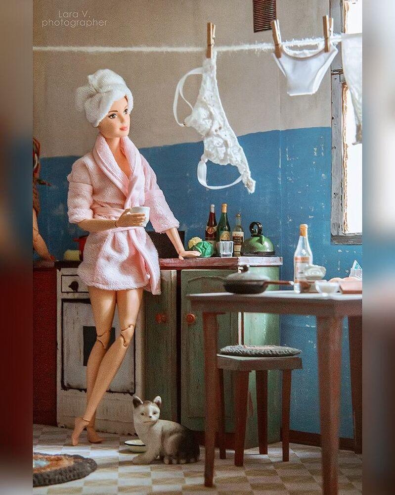Apesar da eletricidade custar barato na União Soviética, residentes de apartamentos comunais calculavam com cuidado o preço, por exemplo, instalavam seus próprios castiçais em banheiros ou cozinhas para pagar apenas pela eletricidade consumida por cada um