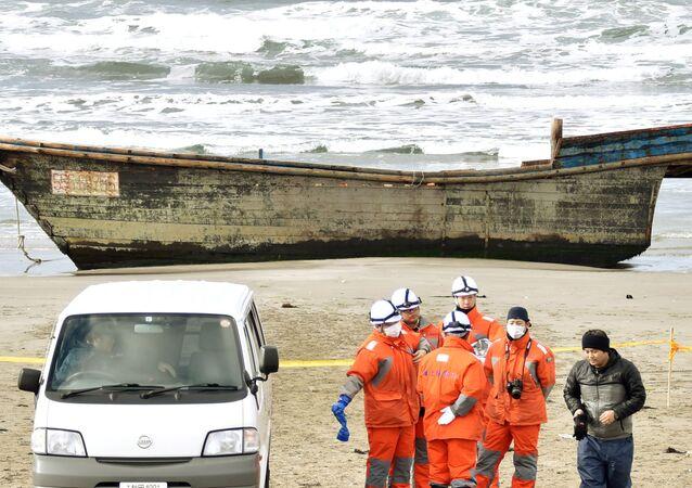 Barco de madeira com oito cadáveres a bordo, encontrado junto à costa japonesa, 27 de novembro de 2017