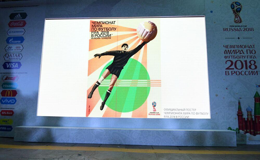Pôster oficial da Copa do Mundo de 2018 na Rússia, que homenageia o jogador soviético Lev Yashin, o Aranha Negra, considerado um dos maiores goleiros da história do futebol