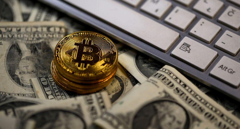 Moedas virtuais, bitcoins, cédulas de dólares