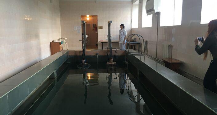 Pacientes se submetem a tratamentos de extensão da coluna vertebral e vértebras do pescoço no Sanatório Militar Pirogov