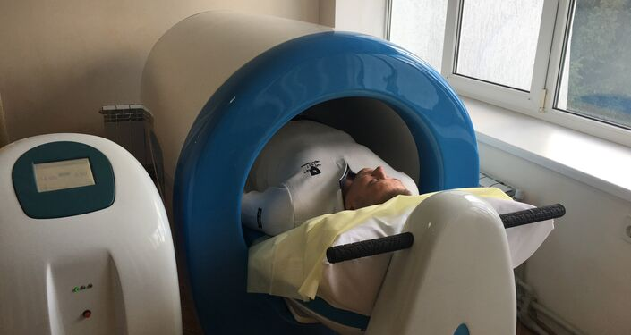 Paciente passa por diagnóstico no Sanatório Militar Pirogov do Ministério da Defesa da Rússia, localizado na cidade de Saki, na Crimeia