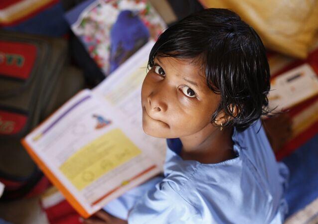 Criança durante uma aula na Índia