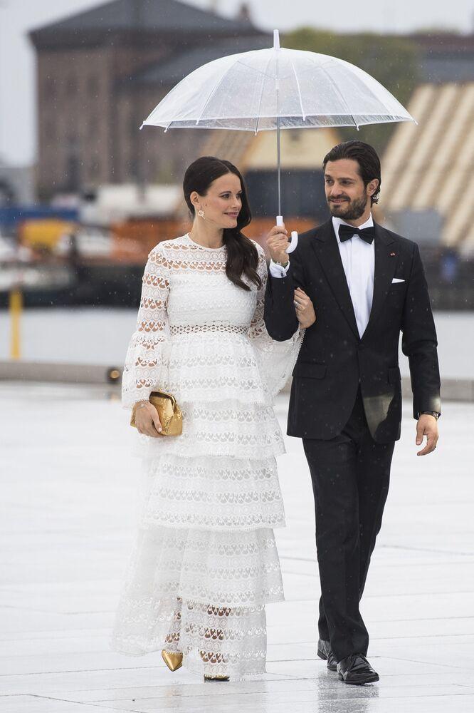 Modelo Sofia Kristina Hellqvist com seu marido príncipe Carl Philip da Suécia